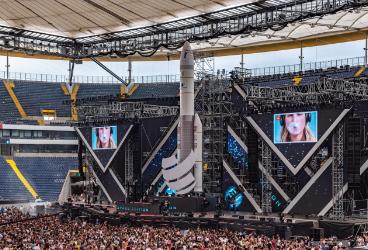 World Club Dome:  Festivalfire bringt JBL  auf die Hauptbühne.